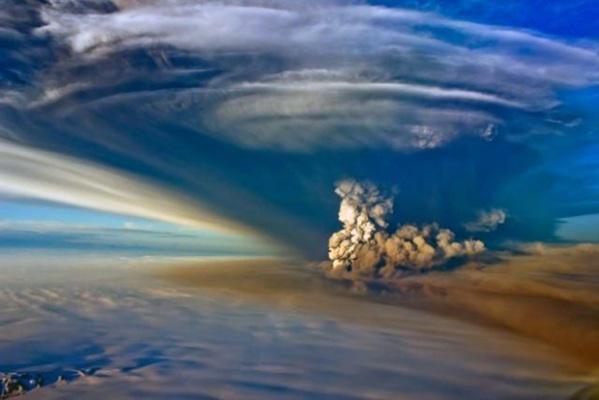 Grimsvötn 2011 eruption arial photo.